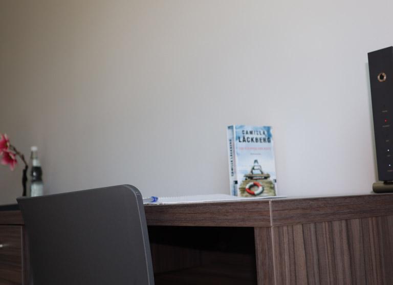 Dein Schreibtisch: Für Deinen PC und Deine Bücher